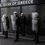 Addosso alla Grecia come cani scatenati