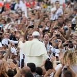 Leonardo Boff, Vittorio Messori e altri: Lo scontro su Papa Francesco