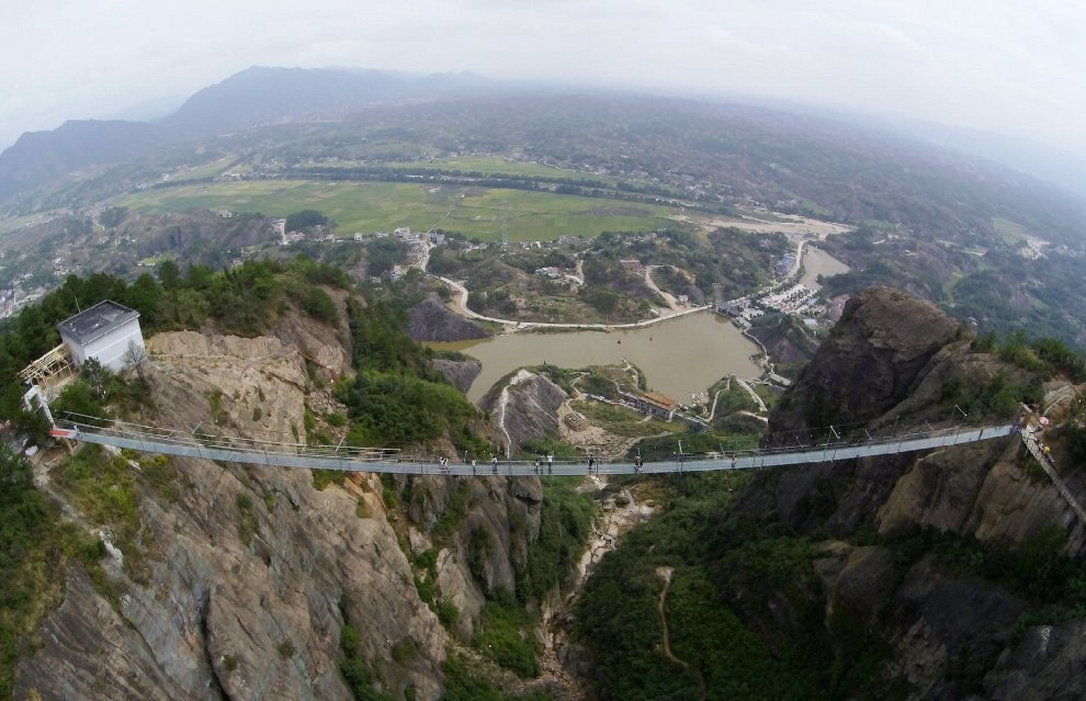 Roberto Alvisi: Avventurarsi in Cina sulla spirale del drago, la passerella di vetro nella montagna di Tianmen