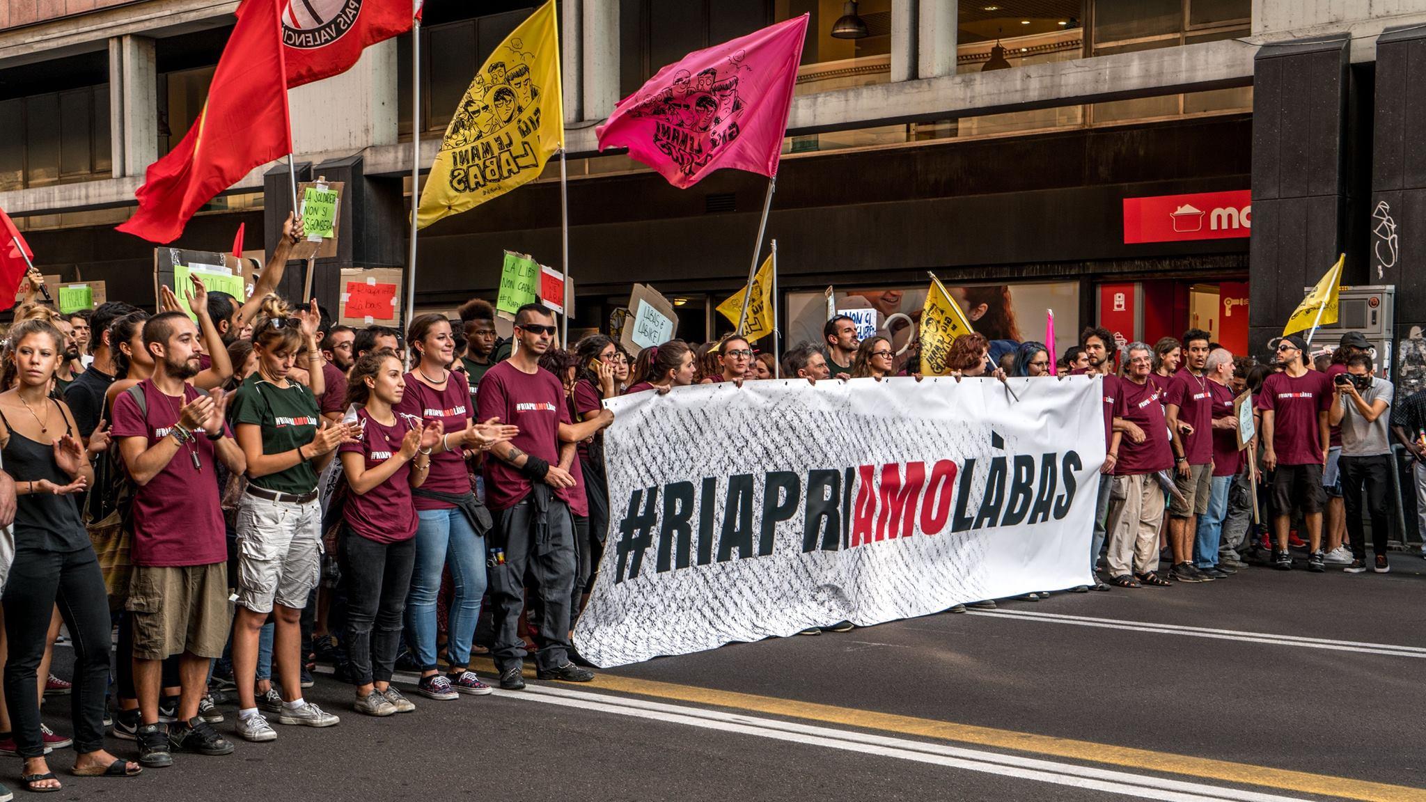 Francesco Errani: Bologna. 10.000 persone contro lo sgombero del centro sociale Labas