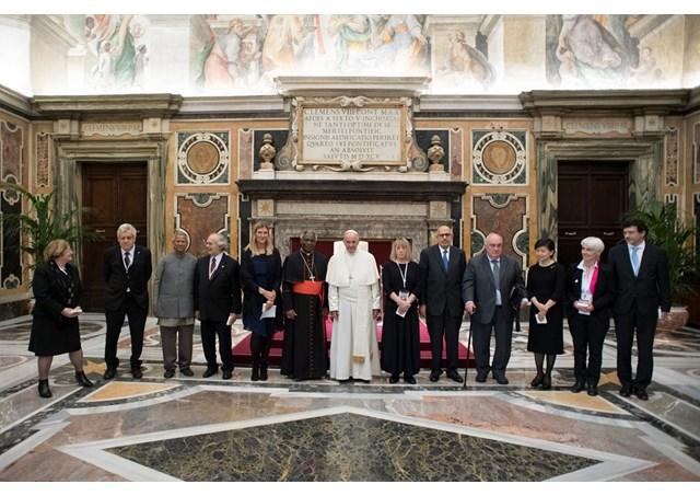 Papa Francesco: E' da condannare la minaccia dell'uso delle armi atomiche ed il loro possesso. Danno solo un ingannevole senso di sicurezza