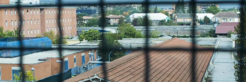 Adriano Sofri : La  follia di una società che prende una madre e due bimbi e li butta via, in carcere