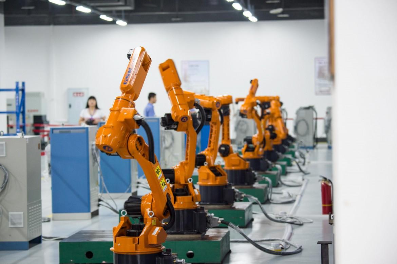 Simone Pieranni: Intelligemza artificiale e robot. Le nuove sfide per i lavoratori cinesi
