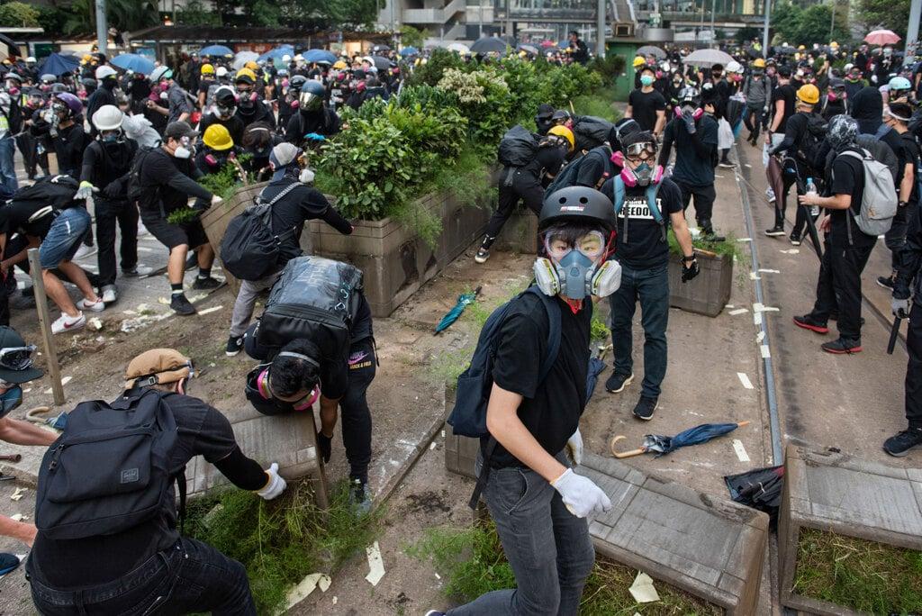 Ilaria Maria Sala: La violenza della polizia non ferma i giovani di Hong Kong
