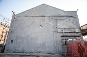 Il muro dell'XM24 ricoperto di vernice grigia (Foto di Michele Lapini)